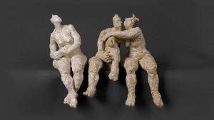 Sculpture en terre cuite émaillée de personnages en céramique blanche émaillée