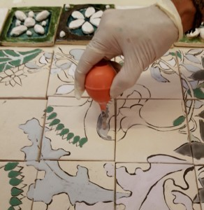 Le travail à la poire des carreaux de céramique